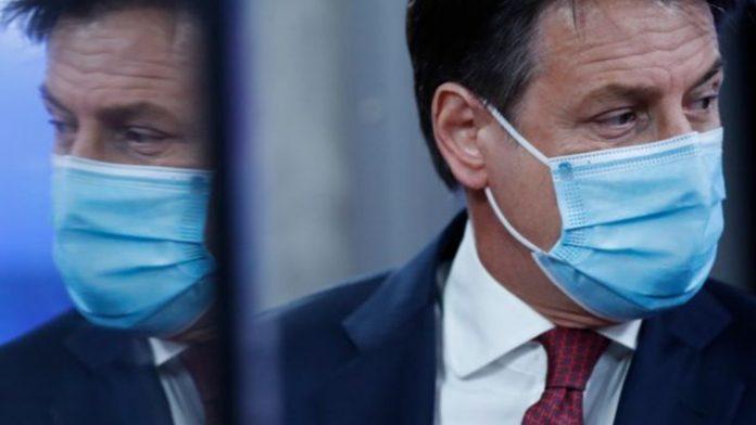 Giuseppe Conte con mascherina