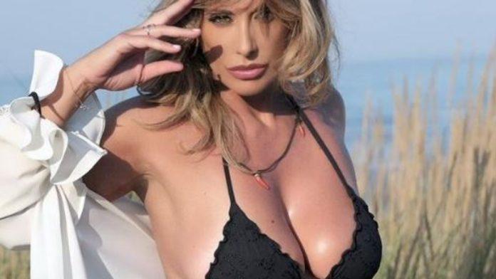 sabrina salerno pazzesca in bikini