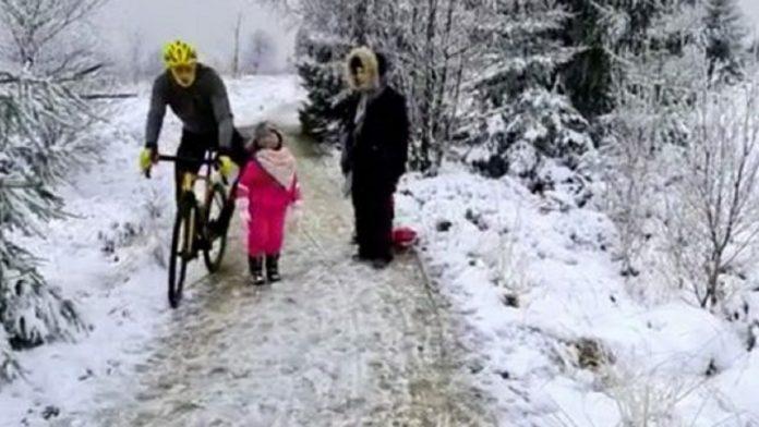 Ciclista e bambina Belgio