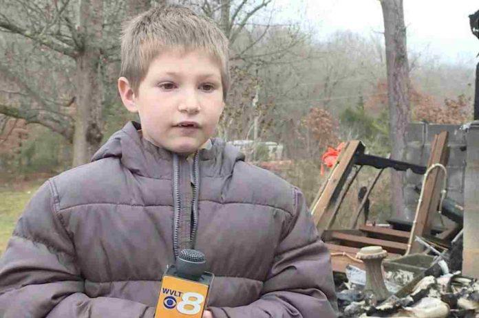 Bimbo di 7 anni salva la sorellina di 22 mesi dall'incendio