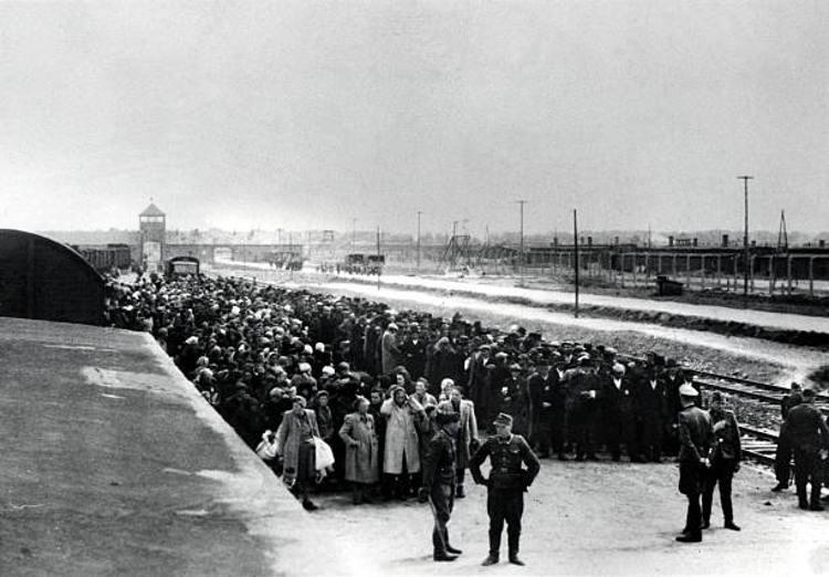 arrivo prigionieri Auschwitz