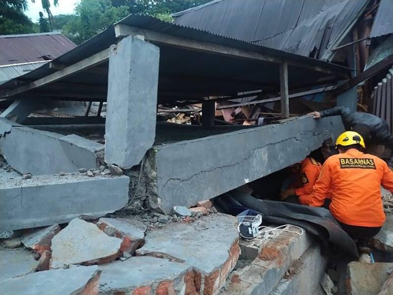 Crollo ospedale e hotel indonesia
