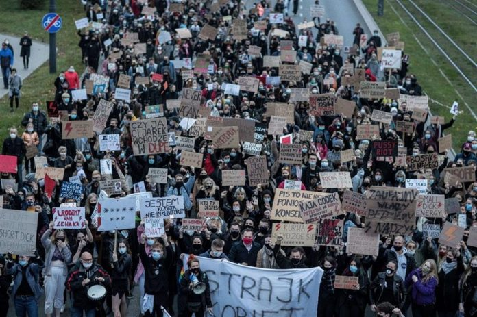 proteste divieto aborto polonia