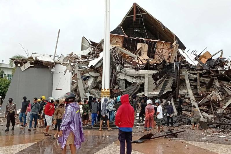 vittime terremoto indonesia