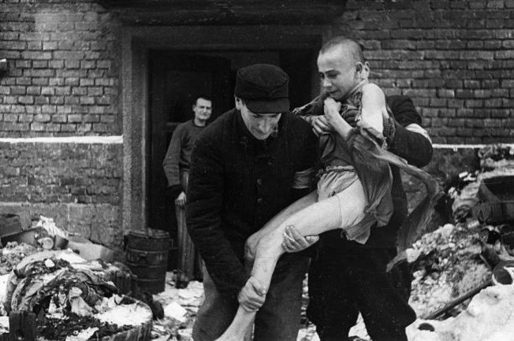 bambino salvato ufficiale sovietico Auschwitz