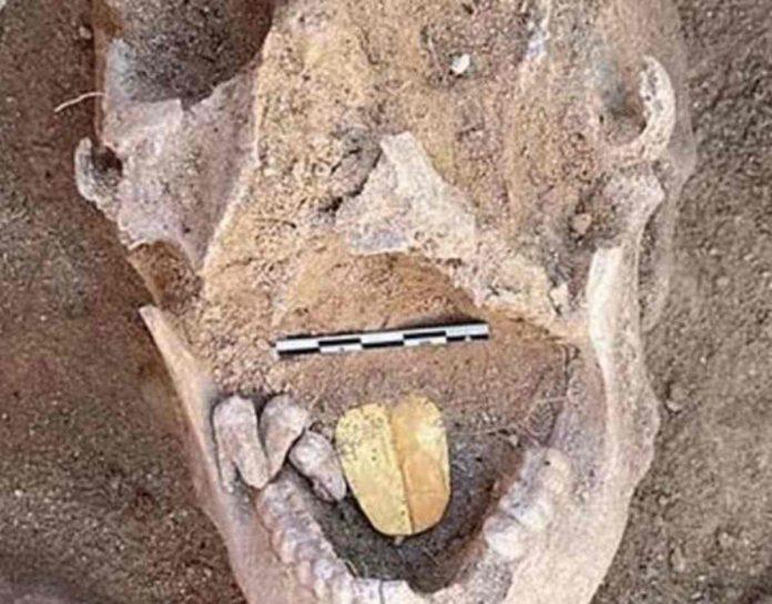 Una mummia con la lingua d'oro, la scoperta lascia senza parole. Gli archeologi spiegano tutto