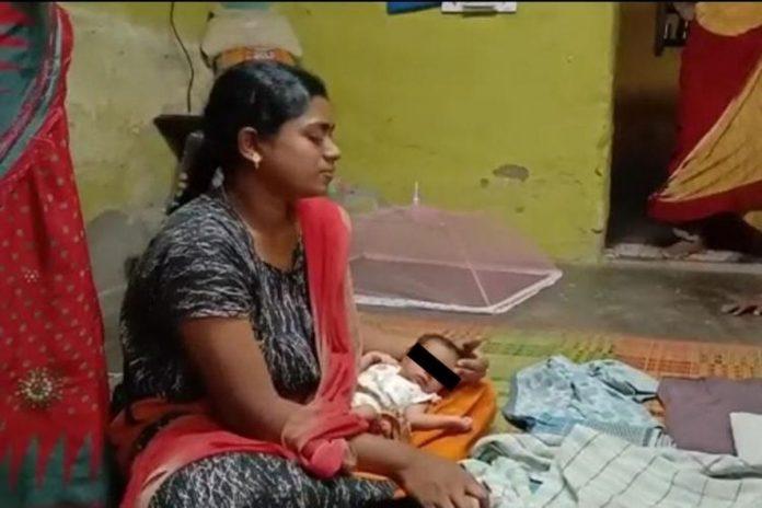 bimba otto giorni rapita branco di scimmie uccisa salva gemellina India