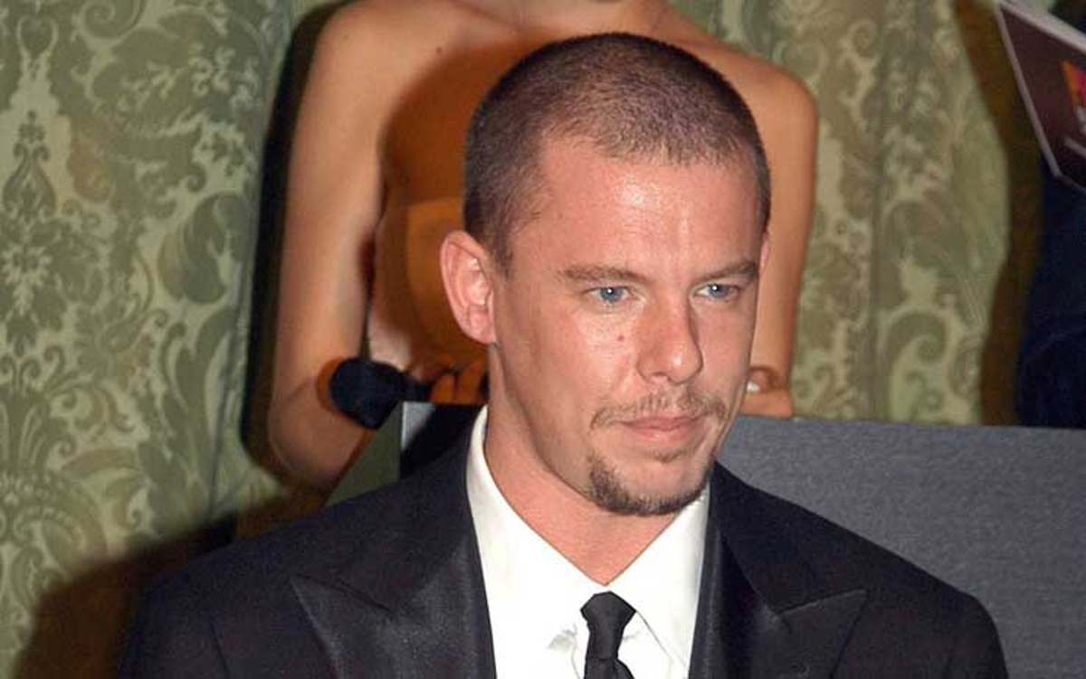 Alexander McQueen stilista suicida