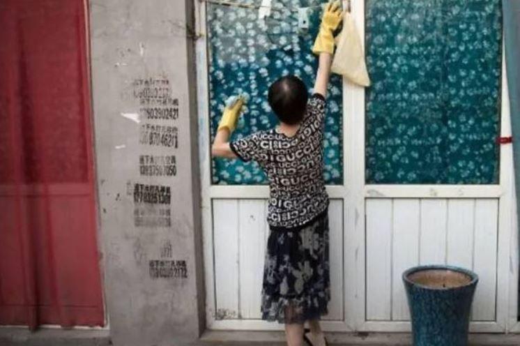 Condannato a pagare l'ex moglie per i lavori domestici: dovrà darle quasi 6500 euro