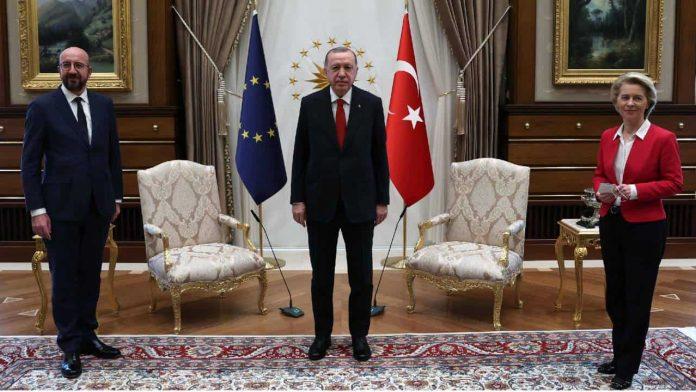 Incontro diplomatico ad Ankara