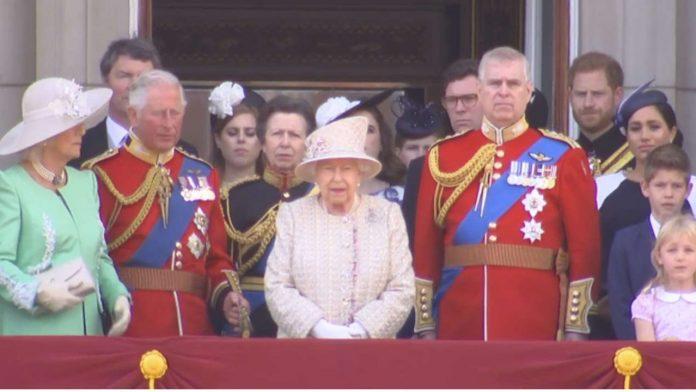meghan harry e la famiglia reale