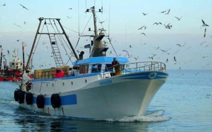 Spari contro peschereccio