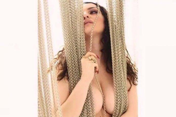 arisa topless