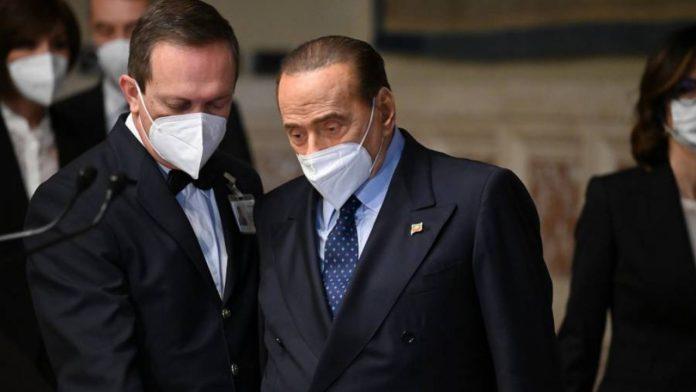 Berlusconi in mascherina