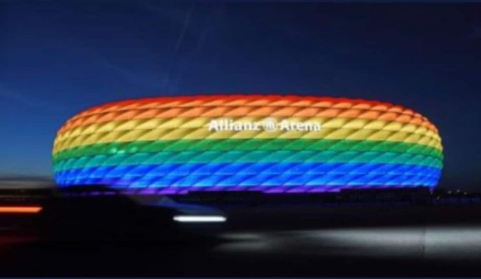 Colori arcobaleno sull'Allianz Arena