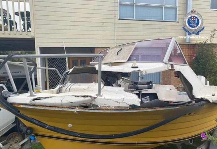 barca distrutta balena ragazzo coma