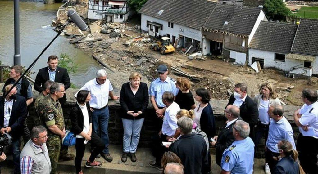 Merkel sui luoghi del disastro