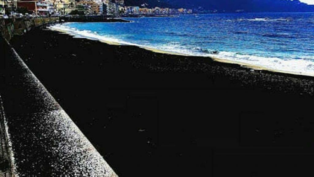 cenere ricopre Taormina