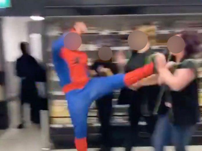 spider man all'attacco