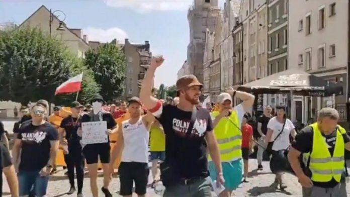 manifestazione no vax polonia