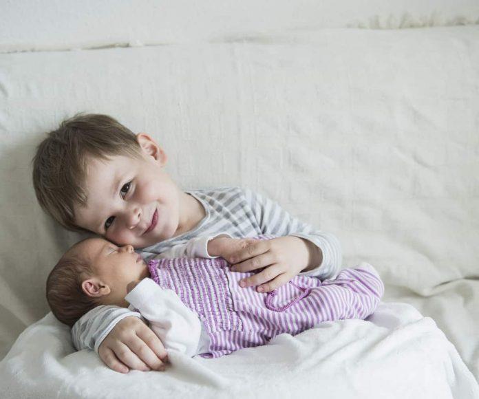 bimbo salva fratello
