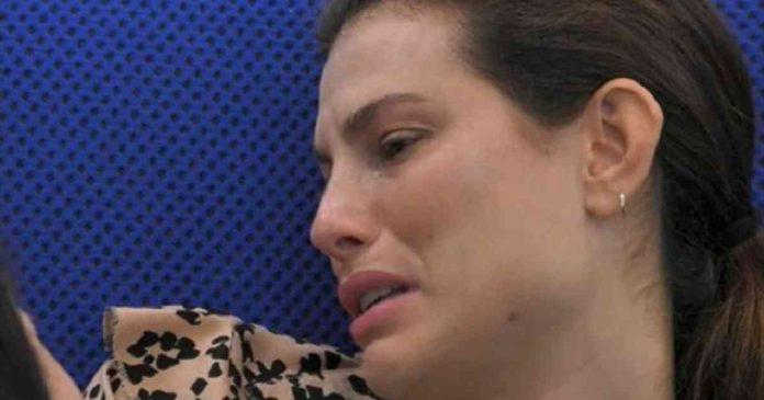 Dayane Mello piange Fazenda