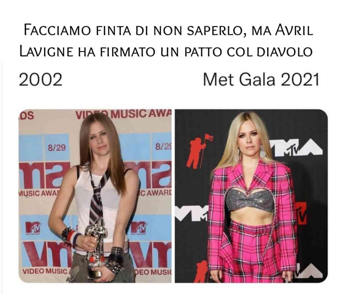 Avrile Lavigne sostituita con una sosia